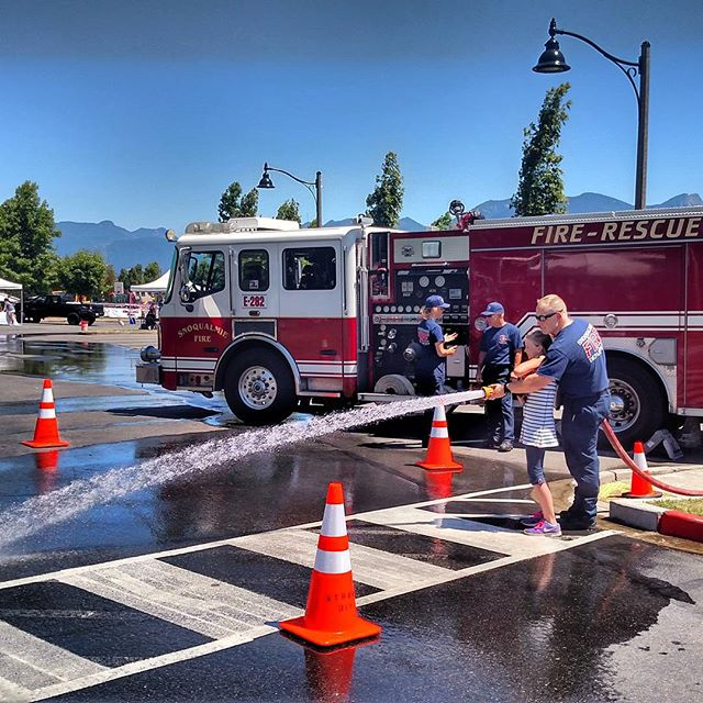 .@snoqualmiegov firefighters teaching safety today . Be careful w/ fireworks tonight & keep friends, Firefighters pets & military vets safe and top of mind as we celebrate.